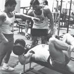弗朗哥·哥伦布、尤苏普·维尔科什和我都是从举重开始,这使我们的肌肉紧致,而那些没有做强力训练的健身者就缺少这种紧致。