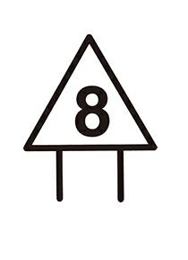 三角形的白天标识都放置于海峡的右岸,把船只从海洋引入海峡