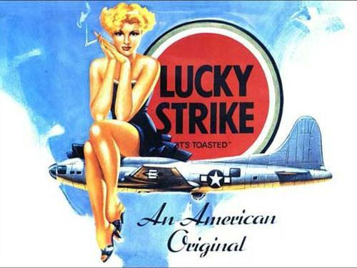 好彩香烟的宣传广告,金发美女与B-29轰炸机