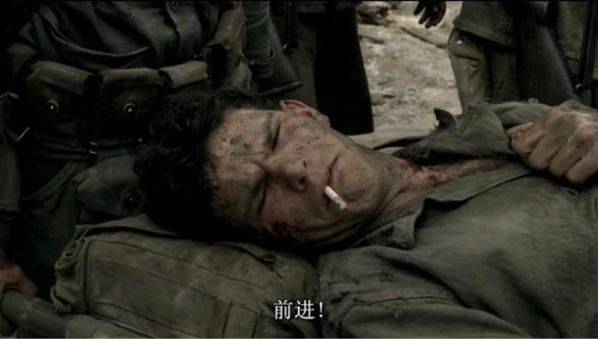 《太平洋》,战士受伤后被抬在担架上