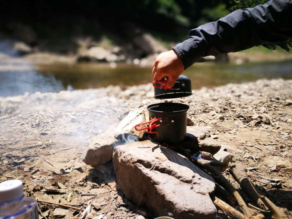 野外生存锅底烧黑清洗技巧