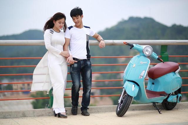 越南摩托车情侣