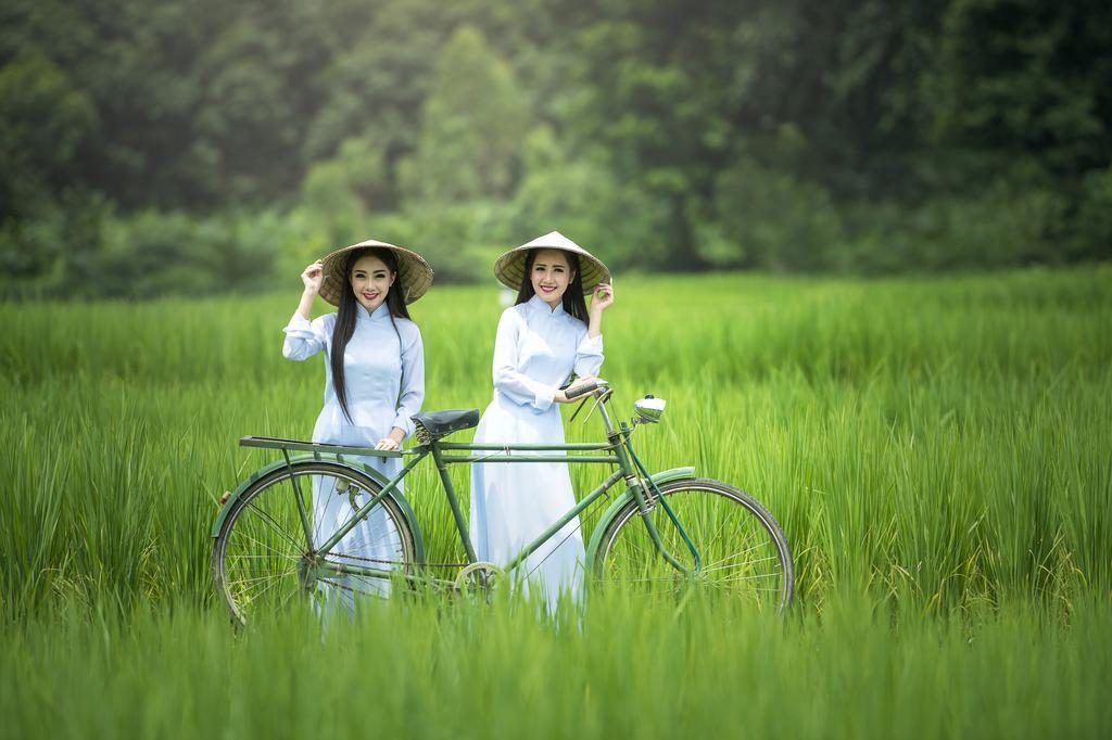 越南奥黛自行车美女