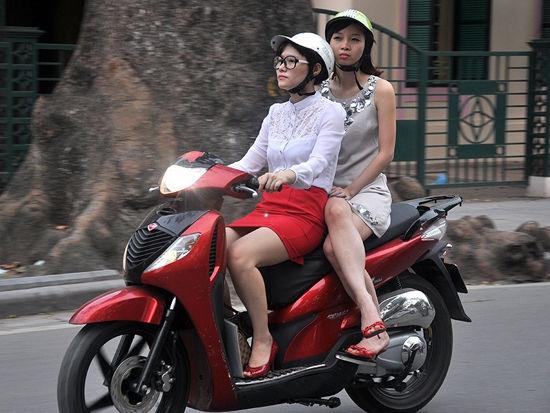 越南摩的女司机