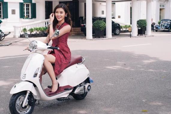 在越南骑摩托的美女
